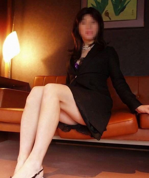 40代でもスタイル保ってる美熟女スコwww美脚にスリスリさせて欲しいwww 2507