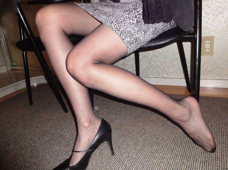 40代でもスタイル保ってる美熟女スコwww美脚にスリスリさせて欲しいwww 2508