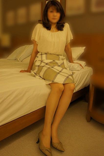 40代でもスタイル保ってる美熟女スコwww美脚にスリスリさせて欲しいwww 2509