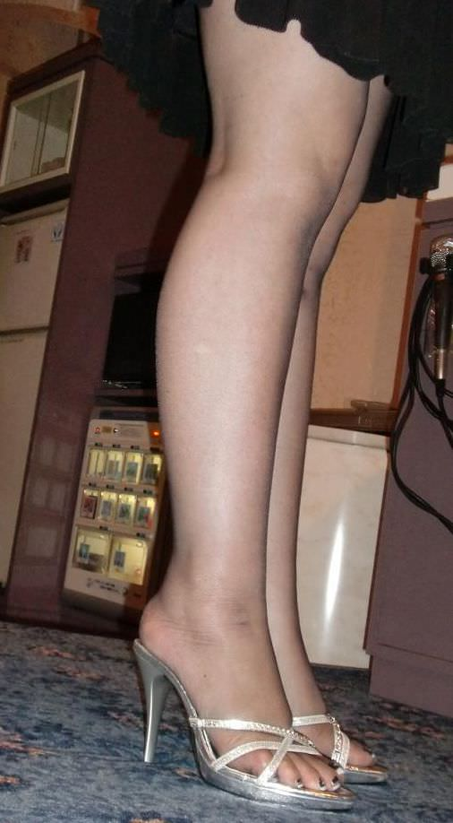 40代でもスタイル保ってる美熟女スコwww美脚にスリスリさせて欲しいwww 2511