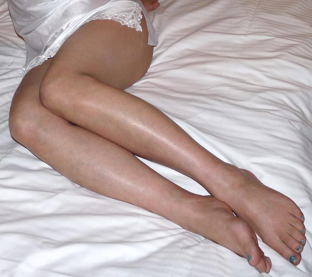 40代でもスタイル保ってる美熟女スコwww美脚にスリスリさせて欲しいwww 2512