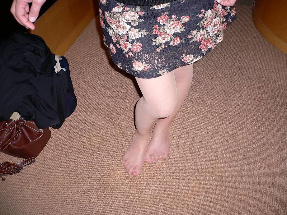 40代でもスタイル保ってる美熟女スコwww美脚にスリスリさせて欲しいwww 2514