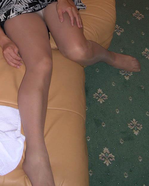 40代でもスタイル保ってる美熟女スコwww美脚にスリスリさせて欲しいwww 2518