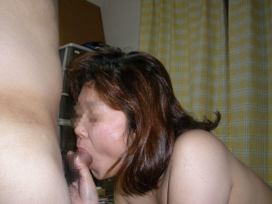 人妻が醸し出す独特のエロス~!熟女のお口で濃厚なフェラチオサービスwww 2933