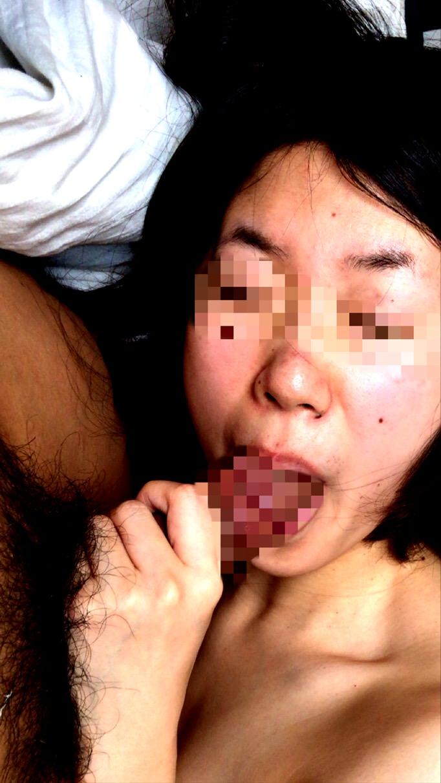 人妻が醸し出す独特のエロス~!熟女のお口で濃厚なフェラチオサービスwww 2936