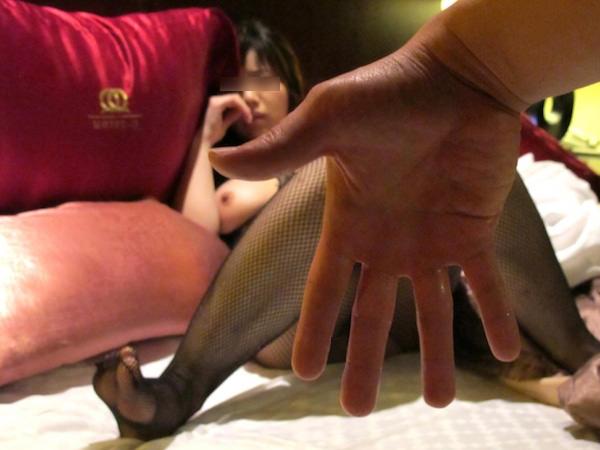 若い女教師の人に言えない秘密のセックスwww巨乳がはみ出る全身タイツで手マン潮吹きとか変態過ぎるwww 3046