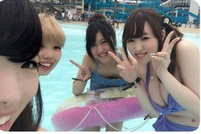 プール行ったらJCだかJKだかJDだか知らんがエロい水着着てたから撮ってきたぞwwwwwwwwwwww tRed1Qt 1