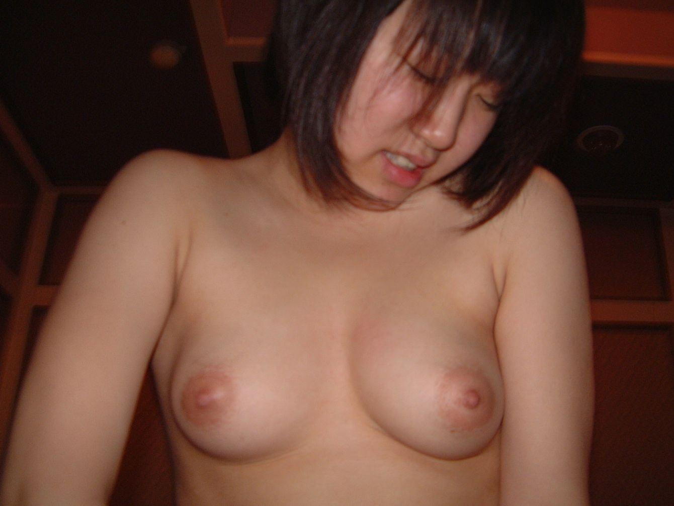 彼のチンコが気持ち良すぎるwww抑えきれず膣イキしてる彼女のアクメ顔ハメ撮りwww 0214