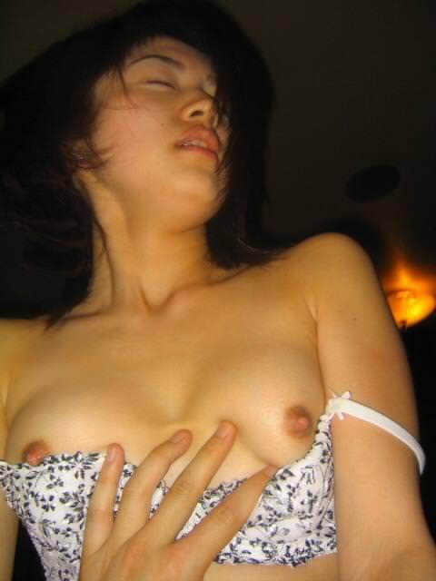 彼のチンコが気持ち良すぎるwww抑えきれず膣イキしてる彼女のアクメ顔ハメ撮りwww 0218