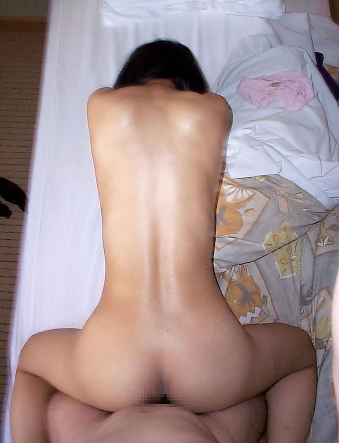 後背位アングルで奥さんハメ撮りwwwバックでパコる家庭のセックス流出画像www 1211