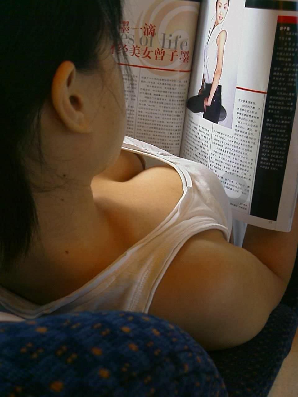 素人娘や人妻達の胸チラおっぱいを電車内や街中で隠し撮りゲットwwww 1314
