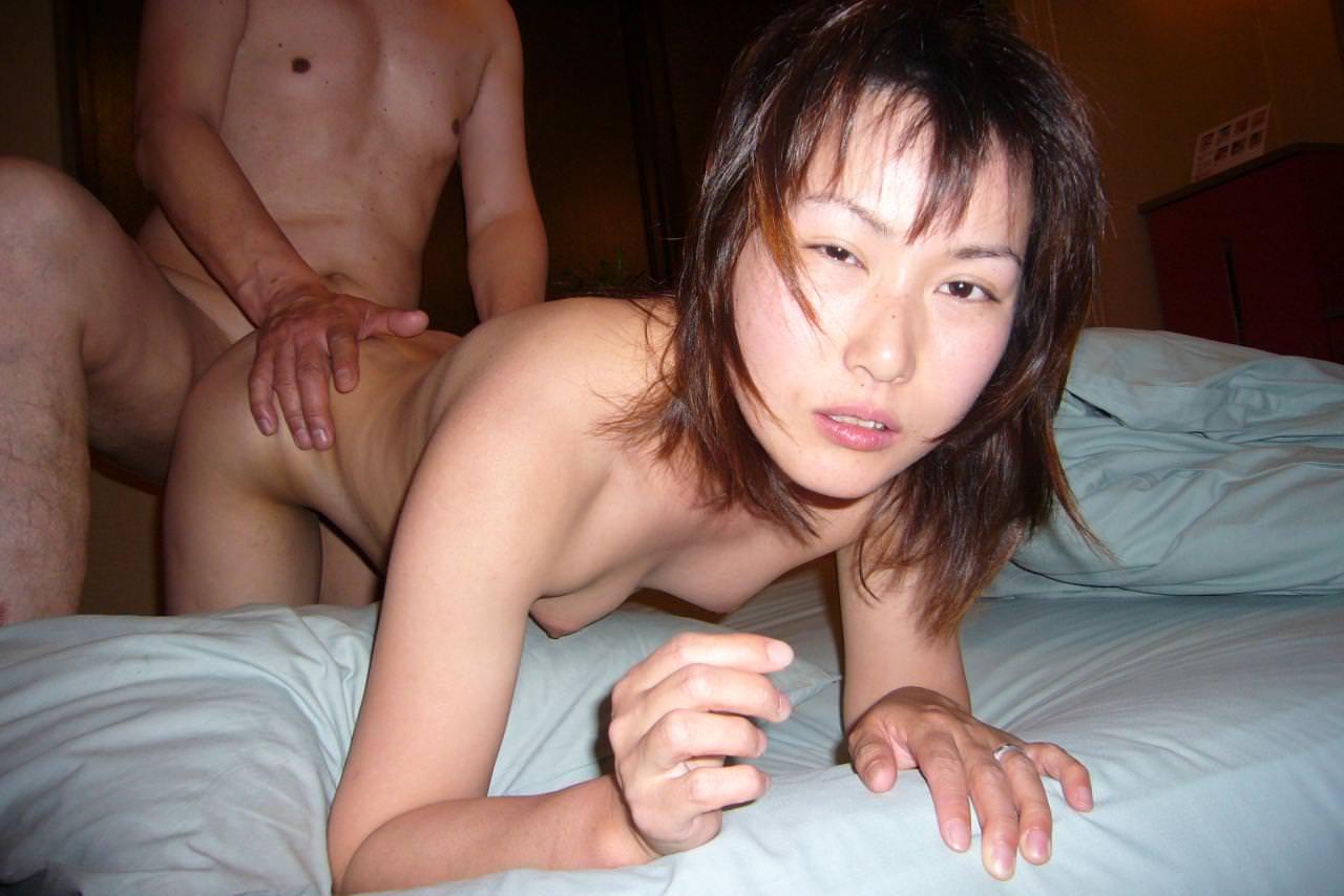 生活感ある生々しい家庭内の人妻セックス!!奥さんをハメ撮りして旦那楽しそうwww 2017