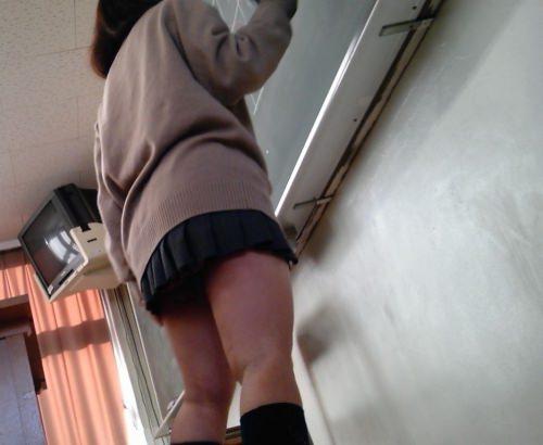 学校内で盗撮された女子校生の股間のパンティやむっちり太ももエロすぎ勃起したwww 3161
