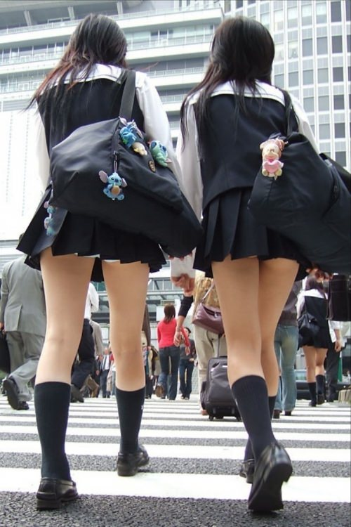 学校内で盗撮された女子校生の股間のパンティやむっちり太ももエロすぎ勃起したwww 3163