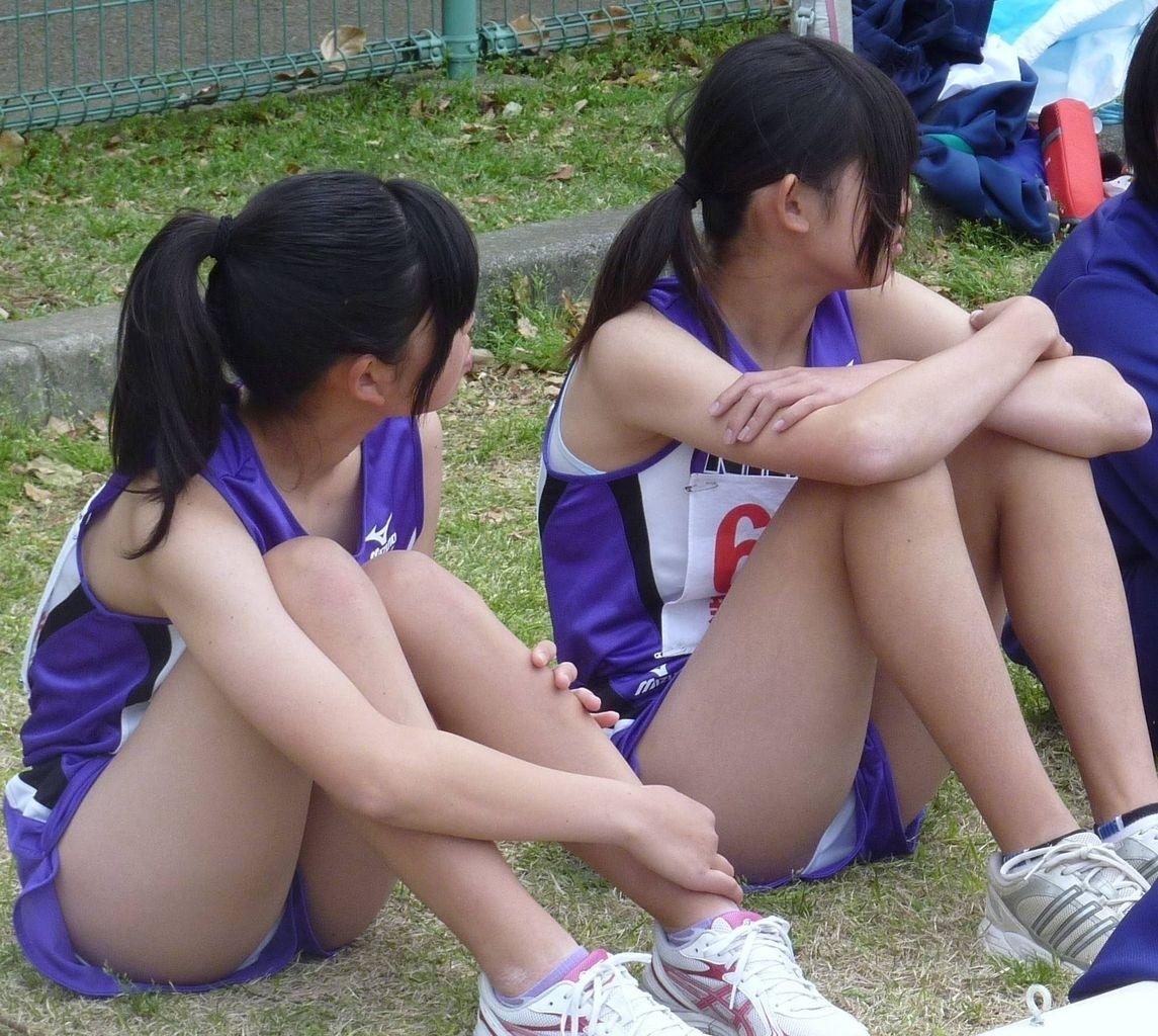 陸上部の10代少女がマンコとアナルを同時責め画像