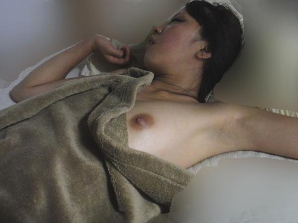 (写真)恋人が寝てるところを盗み撮りしたぞー匂いが感じれるくらい生々しいお乳ワロタwwwwwwwwwwwwwwwwwwwwww