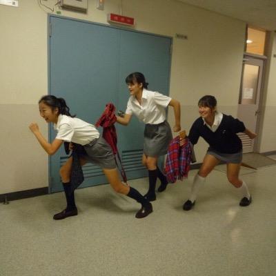 【画像】制服がタイトスカートのJKエロすぎい!!! vWkZ7JT