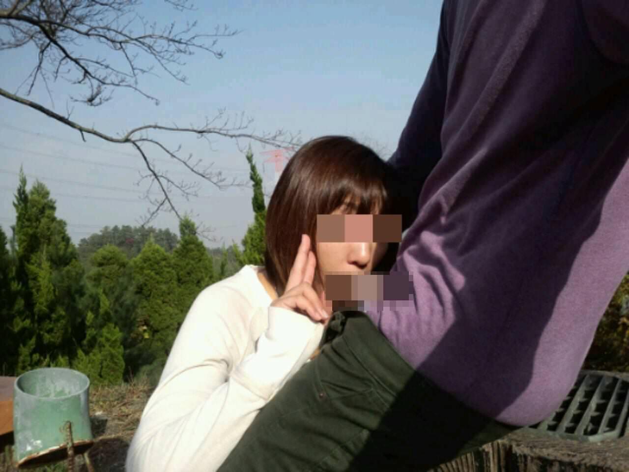 性欲で周りが見えなくなったバカップルの青姦www盗み撮りされてるのに気付いてないwww 0430