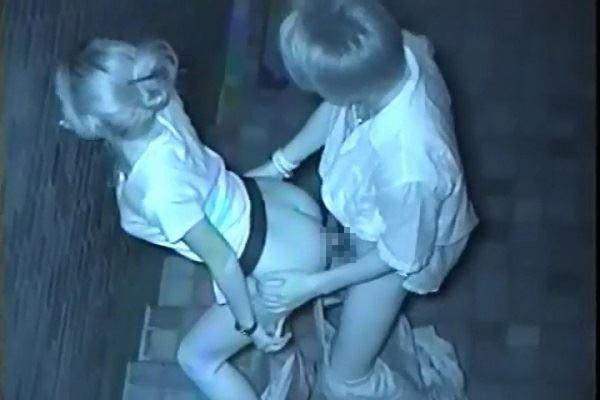 性欲で周りが見えなくなったバカップルの青姦www盗み撮りされてるのに気付いてないwww 0438