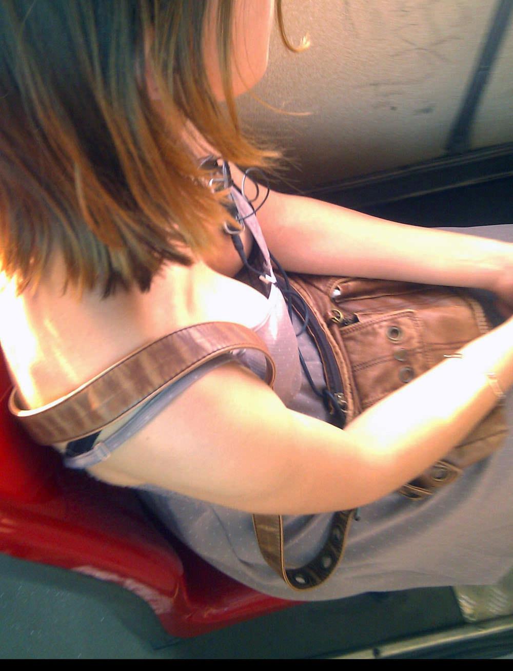 女友達の胸チラ乳首を偶然見てしまった結果wwwオナニーのしすぎで明日学校休みますwww 15131