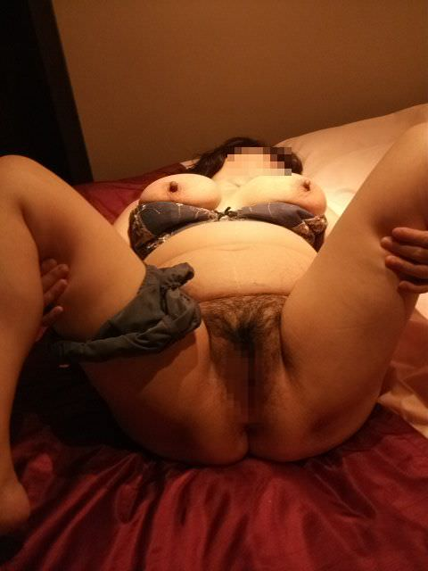 ヤリマン30代の人妻が使い込んだマンコをパックリwww様々な形と臭いの奥さんのマンコwww 15196