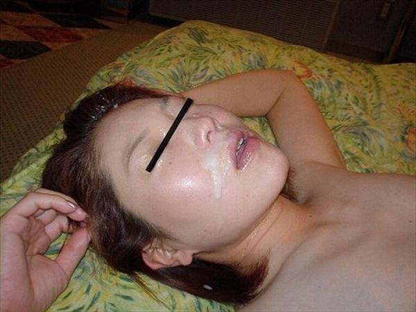 粘っこいザーメンを顔面に大量ぶっかけ!!!素人の顔射画像が好きなやつwwwwwww 1556