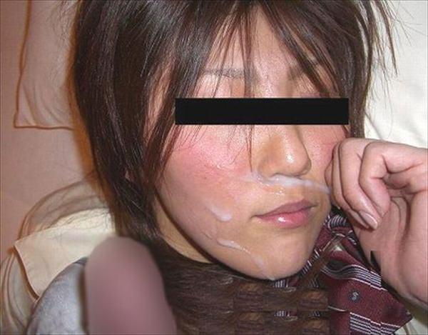粘っこいザーメンを顔面に大量ぶっかけ!!!素人の顔射画像が好きなやつwwwwwww 1572