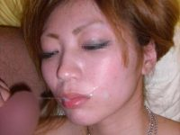 粘っこいザーメンを顔面に大量ぶっかけ!!!素人の顔射画像が好きなやつwwwwwww