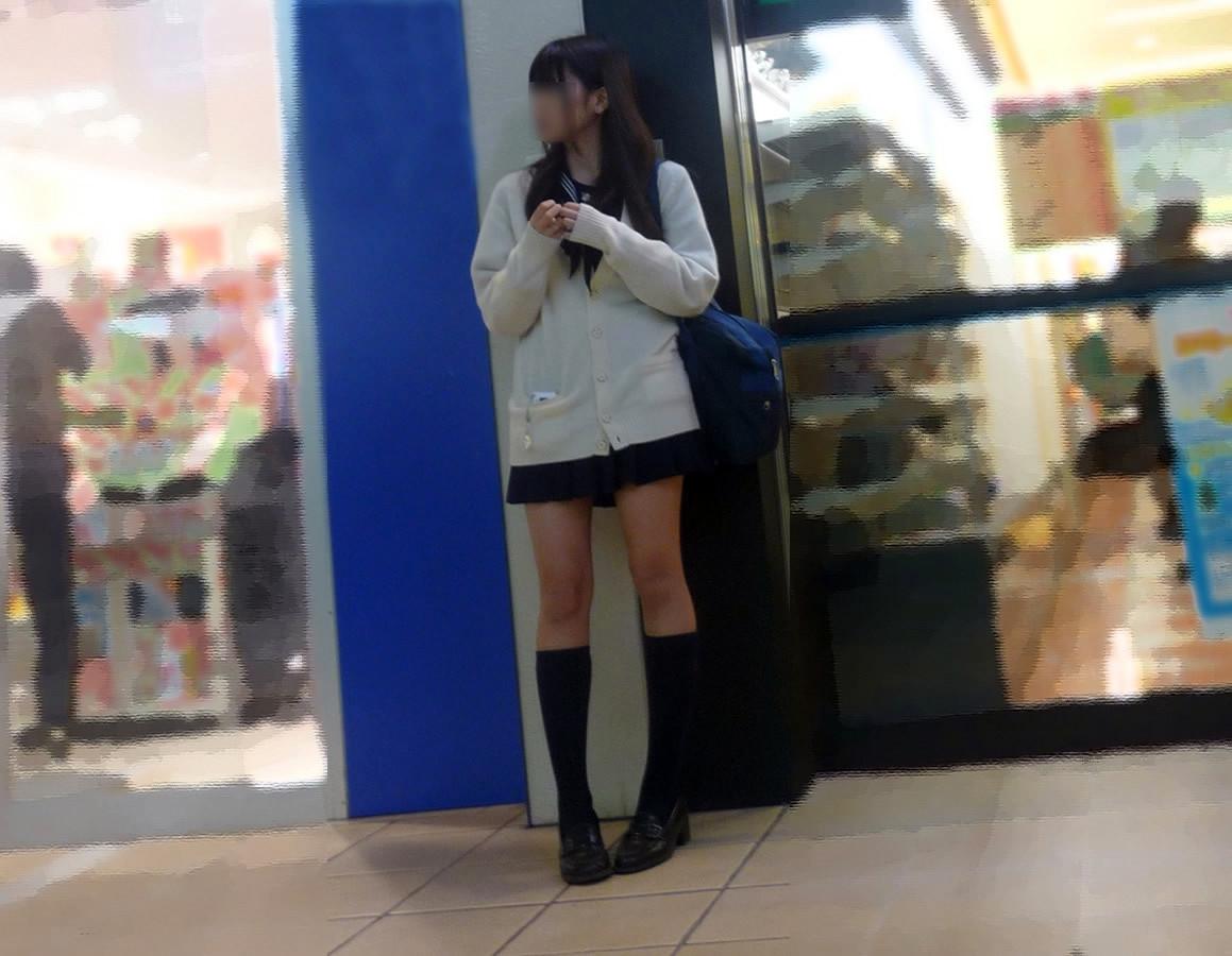 チンコ挟みたくなるエロい足の街撮り画像貼ってこうぜwwwwwwww 7vUDm7A
