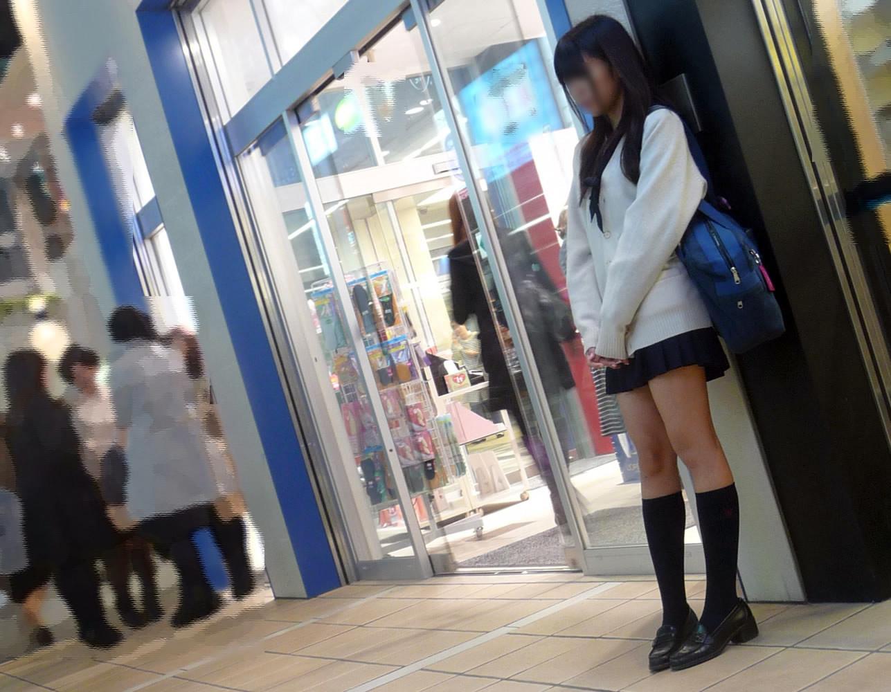 チンコ挟みたくなるエロい足の街撮り画像貼ってこうぜwwwwwwww 9I2Uksk