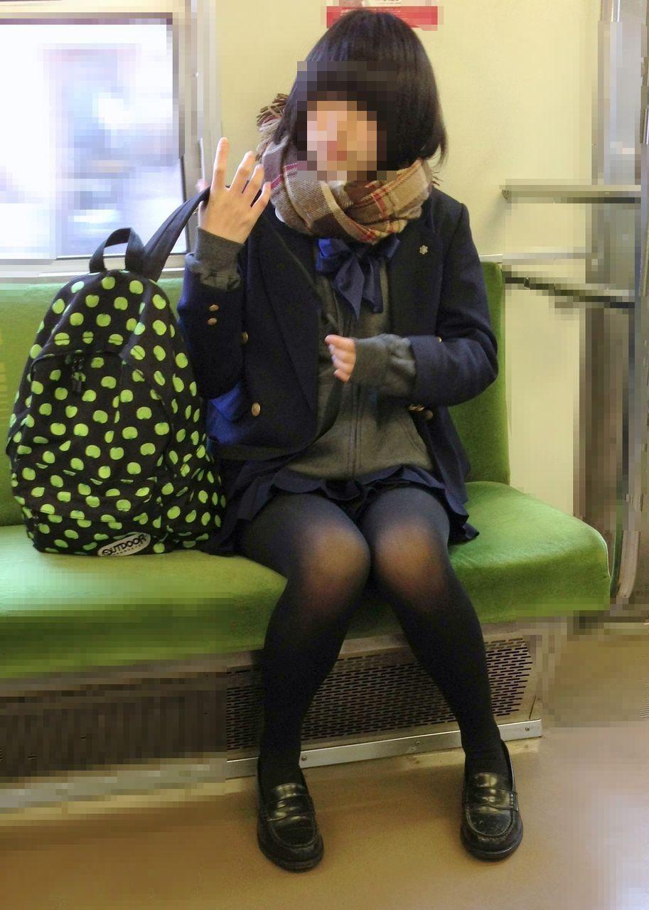 女子高生の綺麗な太もも街撮りwwwサワサワお触りしたいですwwww IRZ5YKL 2