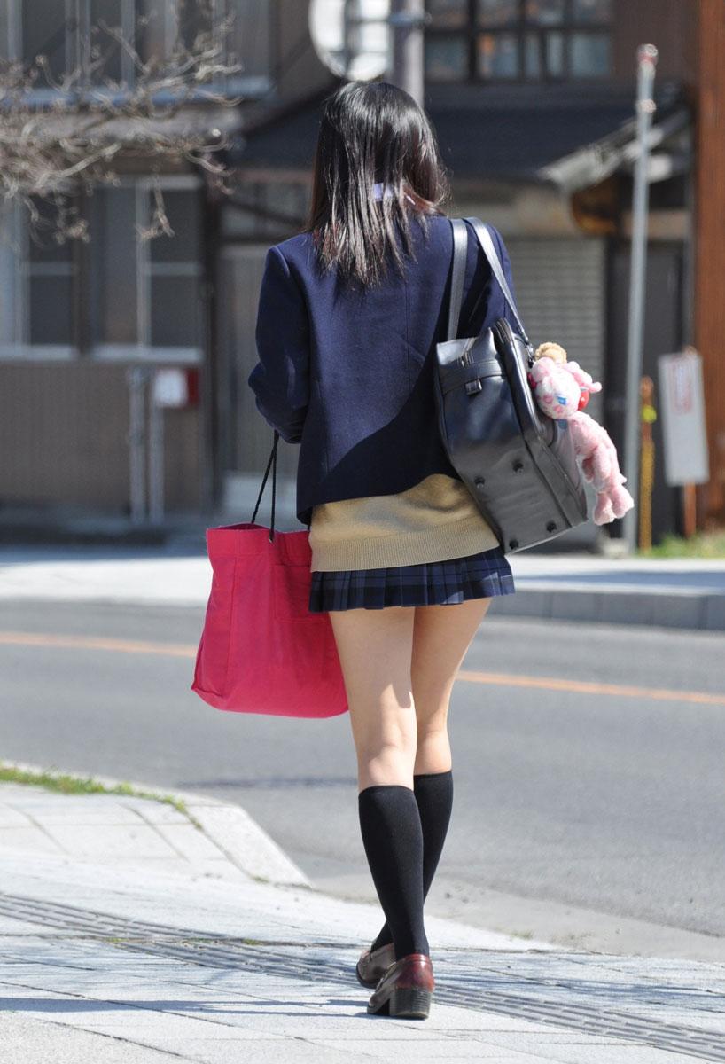 チンコ挟みたくなるエロい足の街撮り画像貼ってこうぜwwwwwwww JUexgC9