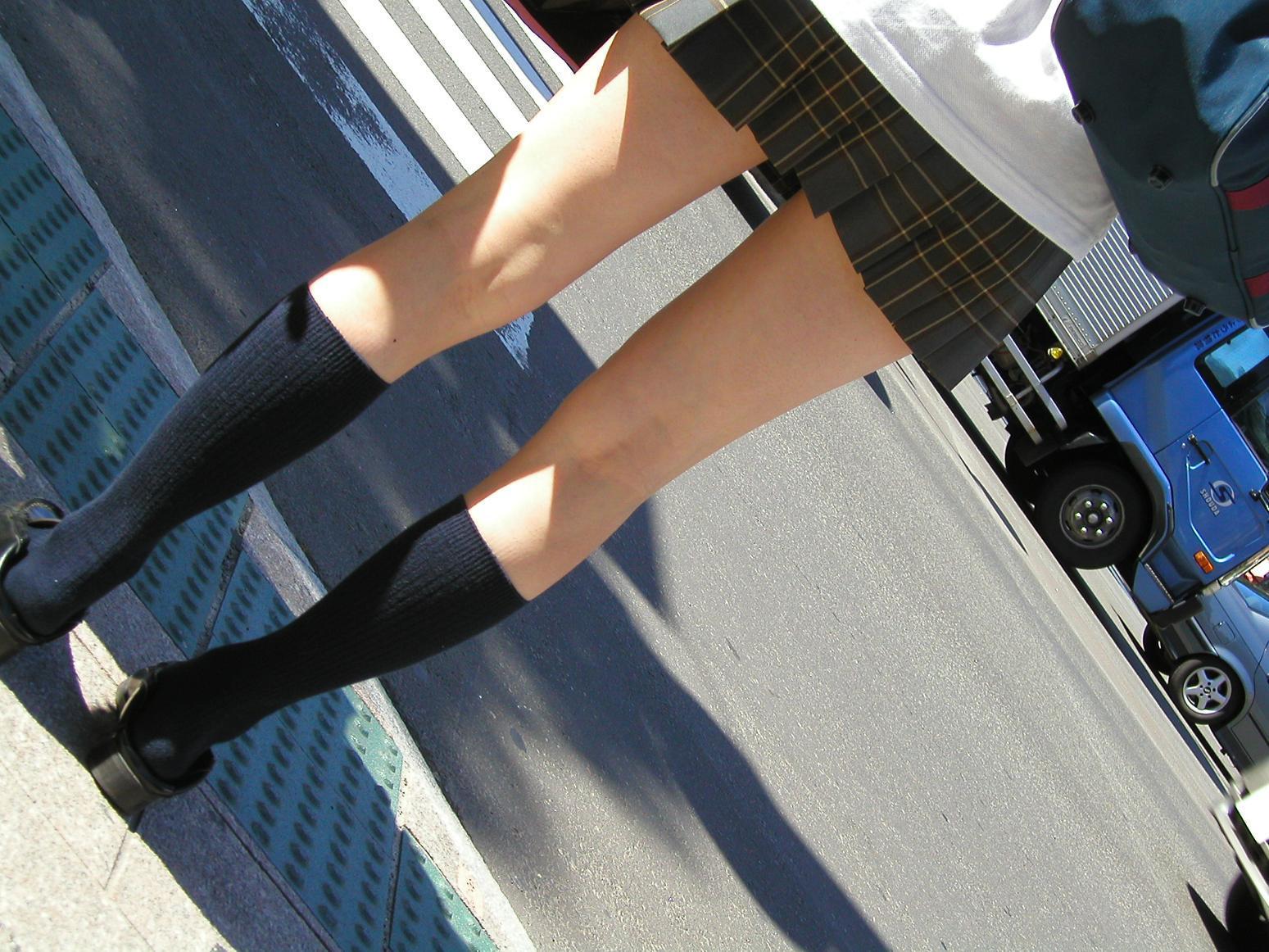 女子高生の綺麗な太もも街撮りwwwサワサワお触りしたいですwwww Ljqm7Rl 2