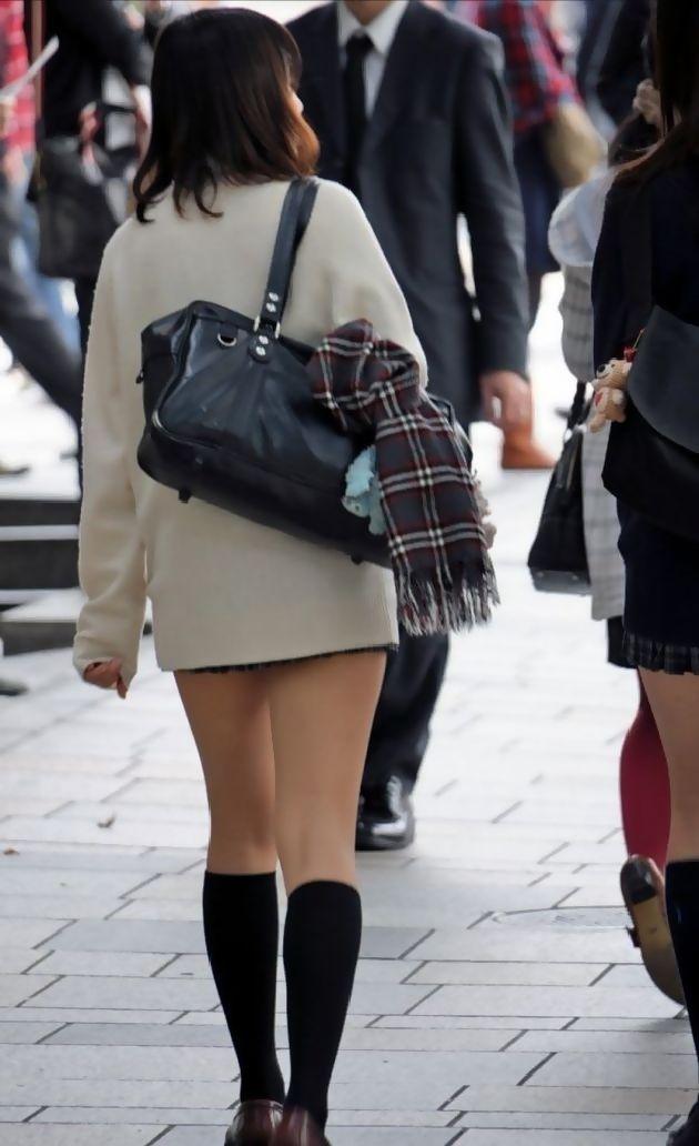 チンコ挟みたくなるエロい足の街撮り画像貼ってこうぜwwwwwwww MbFSE2D