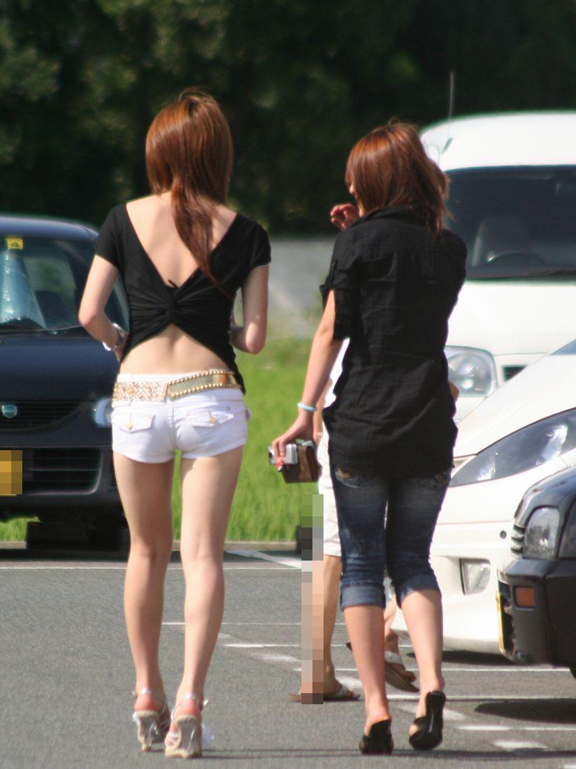 ショートパンツとかいうエロすぎる服装した女達を街撮りした結果wwwwwww QNfQz14