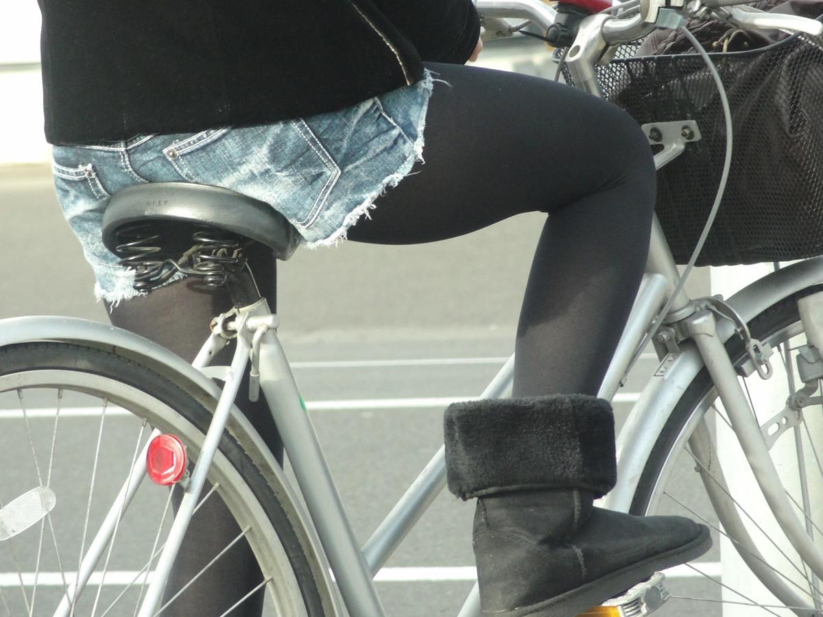 ショートパンツとかいうエロすぎる服装した女達を街撮りした結果wwwwwww bHdL5Wz