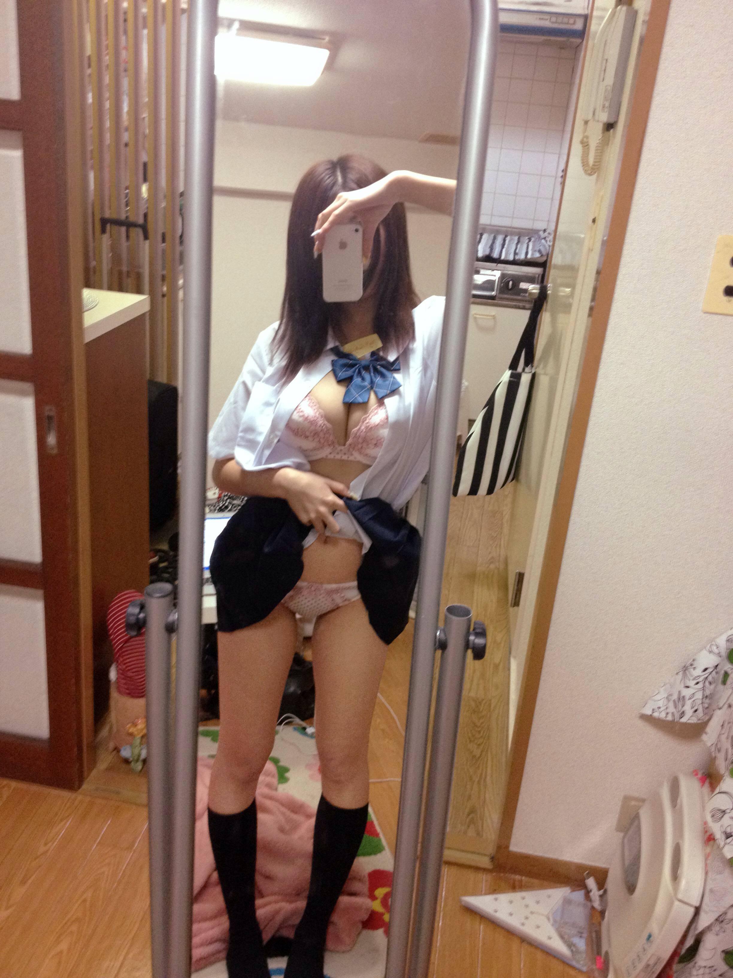 【童貞乙※】彼女作ったら女っておっぱいかパンツ見せてくれるの???? d5fbi5A