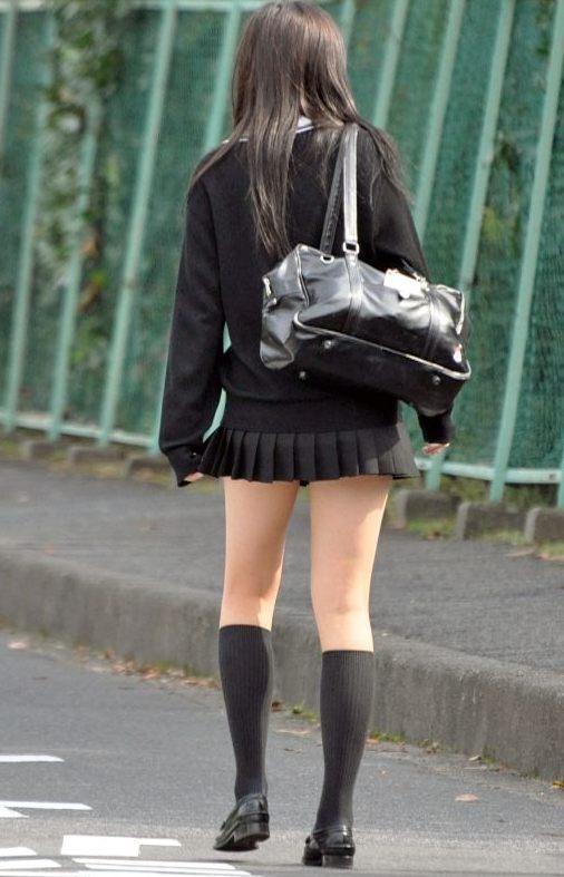 女子高生の綺麗な太もも街撮りwwwサワサワお触りしたいですwwww dHJ5UYM 2