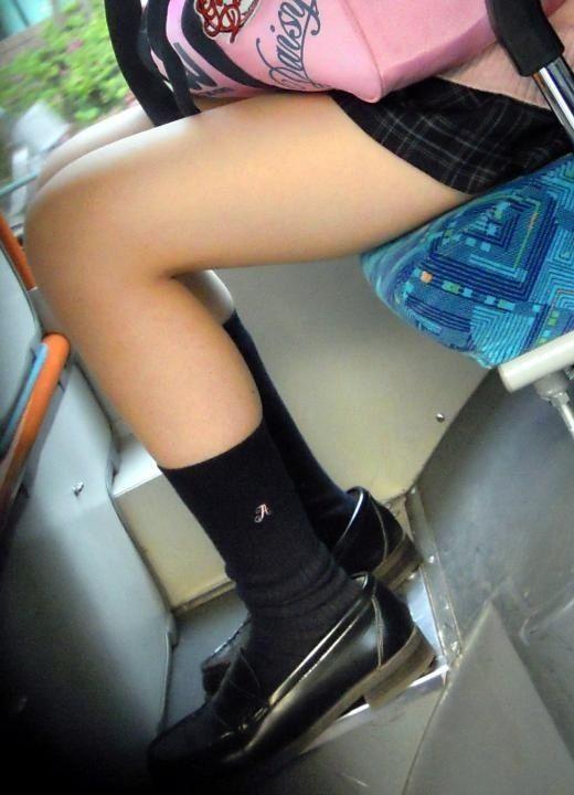 チンコ挟みたくなるエロい足の街撮り画像貼ってこうぜwwwwwwww eUXsGLK