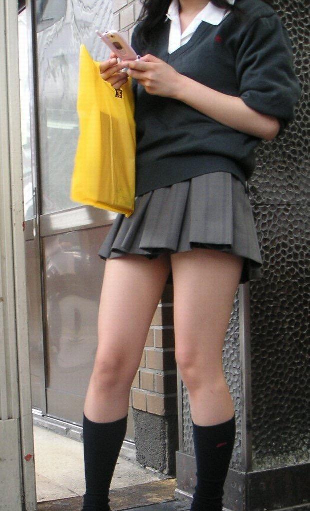 チンコ挟みたくなるエロい足の街撮り画像貼ってこうぜwwwwwwww ejpxbmq