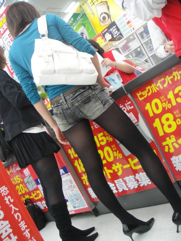 ショートパンツとかいうエロすぎる服装した女達を街撮りした結果wwwwwww p45soUO