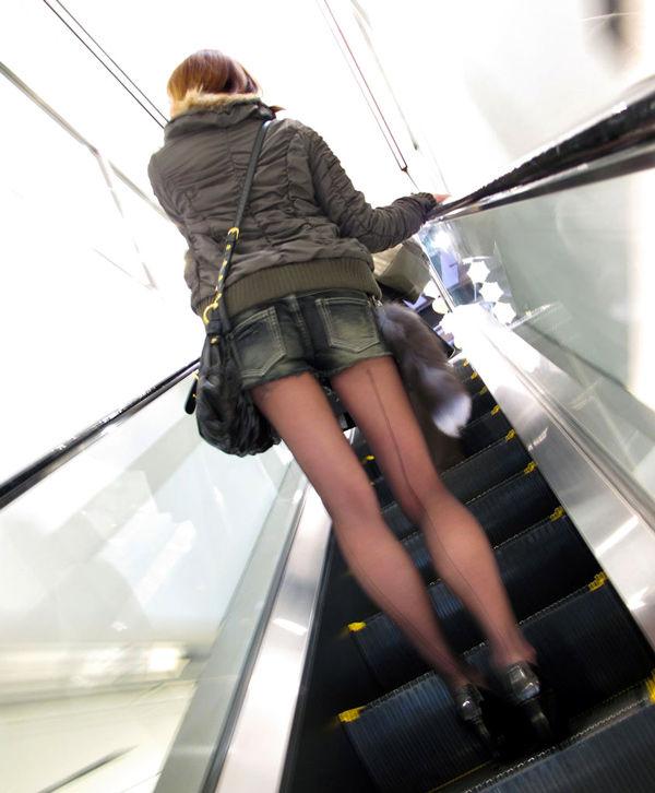 ショートパンツとかいうエロすぎる服装した女達を街撮りした結果wwwwwww s92X1Pb