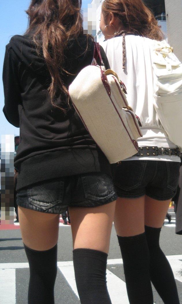 ショートパンツとかいうエロすぎる服装した女達を街撮りした結果wwwwwww vz5m0Vi