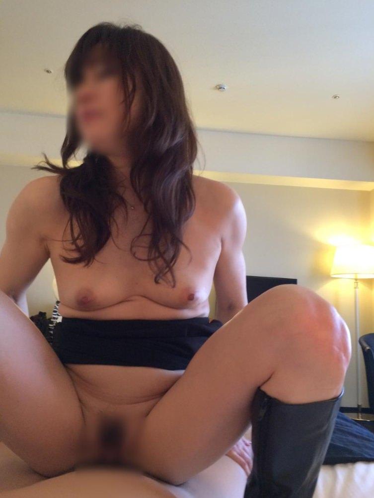 出会い系アプリで30代人妻とガチ不倫!!!セックスマシーンの雌豚ハメ撮りwwww 0401