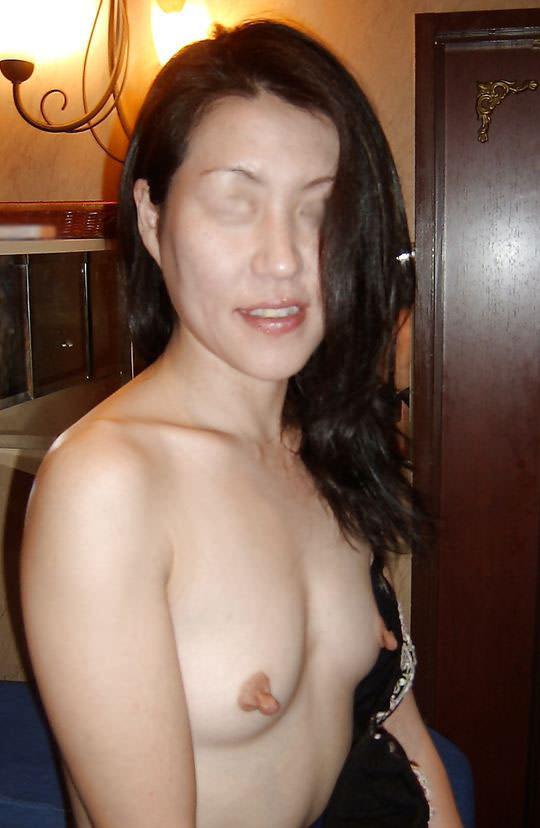 使い込まれた熟女の乳首がエロすぎwww吸われすぎて若干長くなってる件wwww 1825