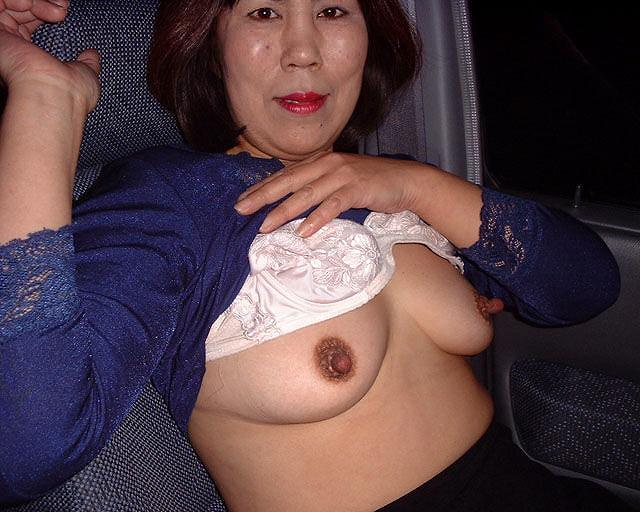 使い込まれた熟女の乳首がエロすぎwww吸われすぎて若干長くなってる件wwww 1827