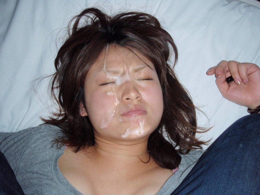溜め込んだ精子をま~んに大量顔射www嫌いな女にぶっかけて顔汚すの楽しすぎwwww 2802