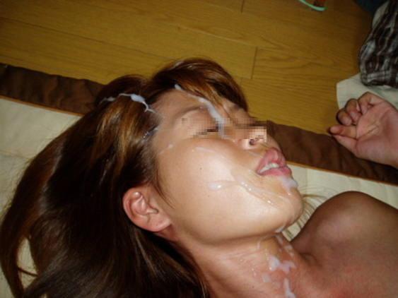 溜め込んだ精子をま~んに大量顔射www嫌いな女にぶっかけて顔汚すの楽しすぎwwww 2811