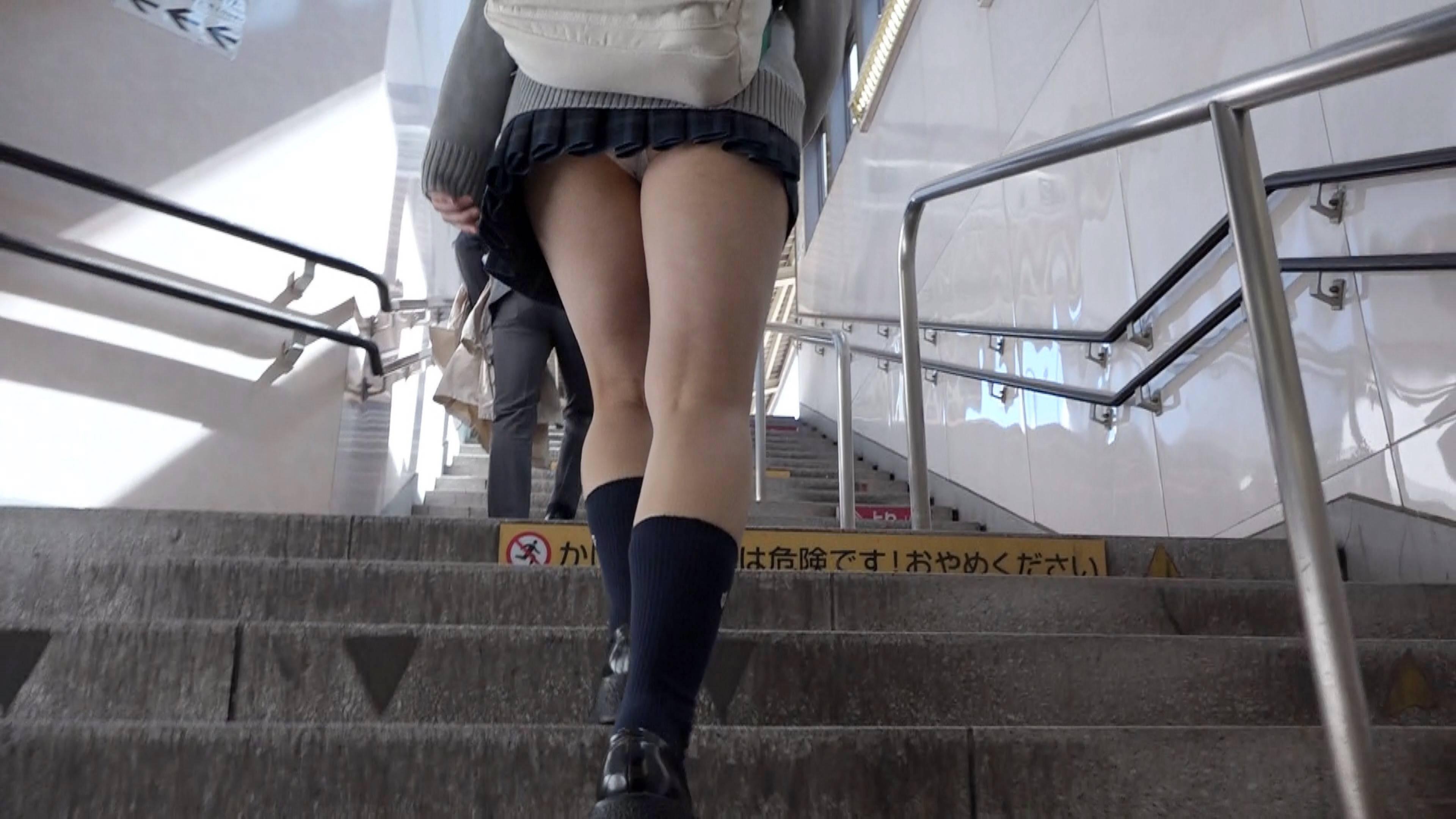 女子高生の太ももとパンチラのコラボ画像スレwwwwwwww GoHcDR3