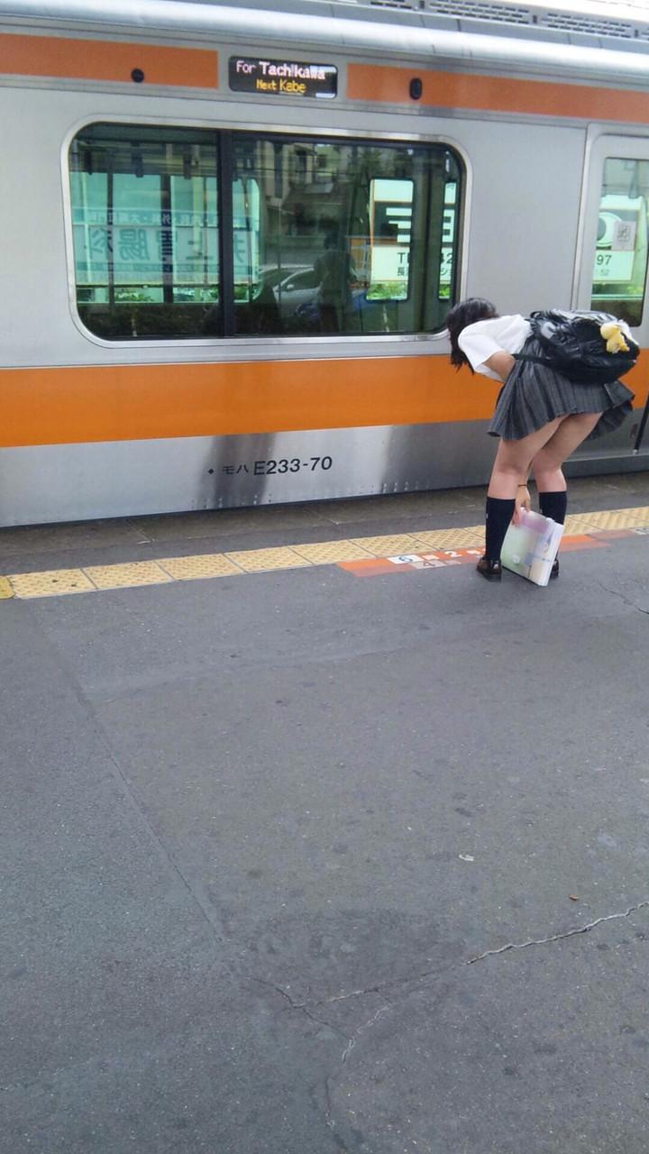 女子高生の太ももとパンチラのコラボ画像スレwwwwwwww Hvl1enb